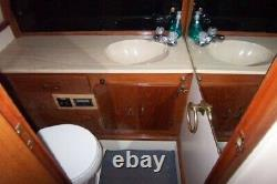 30' Tollycraft Sport Flybridge Twin Engine More pictures coming